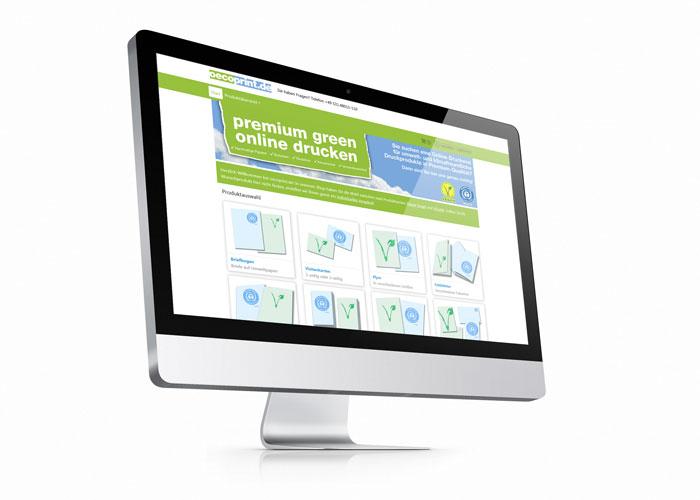 Monitor eines Apple iMac Computers auf dem die Startseite eines Online-Shops zu sehen ist